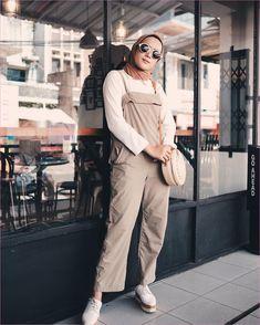 Ideas Fashion Hijab Remaja Kulot For 2019 Street Hijab Fashion, Muslim Fashion, Korean Fashion, Jumpsuit Hijab, Casual Jumpsuit, Casual Hijab Outfit, Casual Outfits, Fashion Outfits, Ootd Hijab