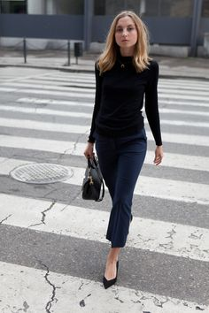 Amazing How To Style Capri Pants ideas Black Capri Outfits, Capri Pants Outfits, Turtleneck Fashion, Black Turtleneck, Cropped Flare Pants, Cropped Jeans, Love Is, Office Outfits, Office Attire