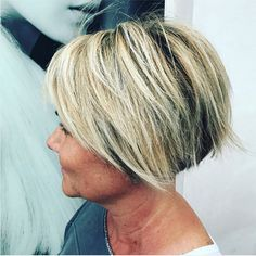These 20 trendy short haircuts for over 60 will help your transformations. Look at these gorgeous hairstyles, surely you can find one you like. Short Curls, Short Hair With Layers, Short Hair Cuts For Women, Short Hairstyles For Women, Short Hair Styles, Ladies Hairstyles, Stacked Hairstyles, Over 60 Hairstyles, Bob Hairstyles