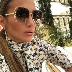 JLo in Elie Saab Sunglasses Womens Fashion Online, Latest Fashion For Women, Jennifer Lopez, Cute Glasses, Glasses Frames, Glamour Beauty, Sexy Toes, Flawless Makeup, Sunglasses Women