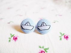Cross Stitch Paper Boat Earrings par SnowStitched sur Etsy, $16.00
