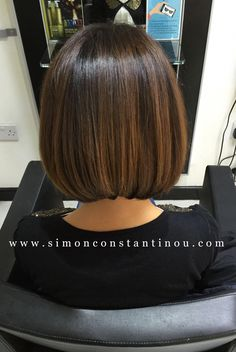 Hairstyles brunette Brunette Bob with Balayage Expert Stylists at Simon Constantinou! Call Brunette Bob with Balayage Expert Stylists at Simon Constantinou! Call 02920461191 to book or enquire Medium Hair Styles, Curly Hair Styles, Brown Blonde Hair, Blonde Wig, Blonde Ombre, Ombre Hair, Brown Hair Short Bob, Curly Blonde, Brown Bob Haircut