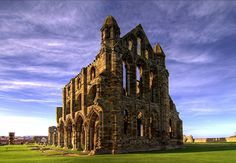 The ruins of Whitby Abbey, England. Immortalised by Bram Stoker in his novel Dracula. Castle Ruins, Medieval Castle, Medieval Life, Yorkshire England, North Yorkshire, Whitby England, Rochester Castle, Dissolution Of The Monasteries, Bodiam Castle