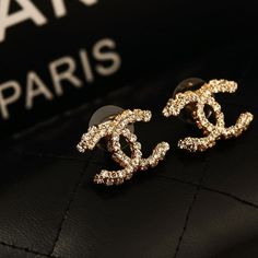 Image uploaded by 𝑆𝑎𝑙𝑙𝑦𝑤𝑜𝑜𝑑 ☆. Find images and videos about jewelry, chanel and accessories on We Heart It - the app to get lost in what you love. Cute Jewelry, Jewelry Accessories, Fashion Accessories, Fashion Jewelry, Men's Jewelry, Silver Jewellery, Jewelry Trends, Chanel Jewelry, Luxury Jewelry
