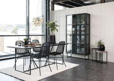ZET, spisebord, småbord og vitrine. Arti stole   Kristensen&Kristensen