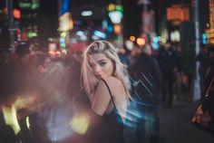 54 New Ideas for photography night portrait photographers Night Portrait, Portrait Shots, Portrait Photographers, City Photography, People Photography, Photography Aesthetic, Photography Ideas, Photography Settings, Portrait Inspiration