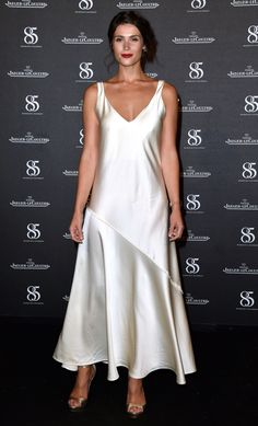 Gemma Arterton stuns in a cream silk slip at Venice Film Festival Celebrity Red Carpet, Celebrity Dresses, Celebrity Style, Sonam Kapoor, Deepika Padukone, All Fashion, Fashion Show, Divas, Gemma Arterton