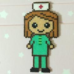 Mini Hama beads Nurse Clinician Mini Hama Beads, Diy Perler Beads, Pearler Beads, Hama Beads Patterns, Beading Patterns, Hama Disney, Tapestry Crochet Patterns, Diy Case, Iron Beads