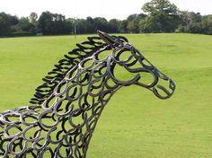 Esculturas com ferraduras