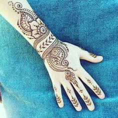 Beautiful idea for henna bracelet and fingers