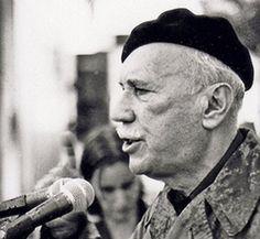 """""""Boricua en la luna"""", del puertorriqueño Juan Antonio Corretjer (1908-1985), es el poema clásico que he escogido para ti esta semana. http://ciudadseva.com/texto/boricua-en-la-luna"""