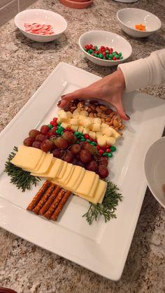 Christmas Party Food, Christmas Brunch, Xmas Food, Christmas Appetizers, Christmas Cooking, Christmas Desserts, Christmas Treats, Christmas Foods, Charcuterie Recipes
