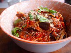 Spaghetti met aubergine & olijven