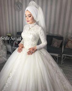 beautiful bride Sema wish you happiness Contact us .- ☺️🌸 güzel gelinim Sema mutluluklar diliyorum 💖 İletişim için ☺️🌸 beautiful bride Sema wish you happiness 💖 You can contact me from 05447280042 for contact . Muslim Wedding Gown, Arabic Wedding Dresses, Muslimah Wedding Dress, Muslim Wedding Dresses, White Wedding Dresses, Bridal Dresses, Wedding Gowns, Wedding Hijab Styles, Bridal Hijab