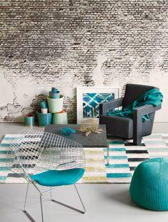 Kies een opvallende kleur en laat deze op verschillende manieren terugkomen in het interieur.