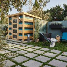 Abri de jardin : des rangements astucieux dedans et dehors   Leroy Merlin Bungalow, Leroy Merlin, Pergola, Sweet Home, Outdoor Structures, Terrace Ideas, Simple, Car, Design
