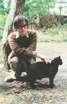 Jarvis Cocker with black cat Pulp Band, Celebrities With Cats, Celebs, Jarvis Cocker, Men With Cats, Gatos Cats, Cat People, Nice People, Britpop