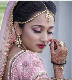 Makeup Artist in Delhi: Bridal Makeup Tutorial Step by Step Guide Indian Bridal Photos, Bridal Pictures, Bridal Pics, Wedding Photos, Indian Wedding Makeup, Indian Wedding Bride, Wedding Beauty, Wedding Mehndi, Indian Wedding Couple Photography