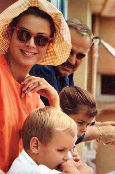 OGGI (September 12, 1963) — Summer Holidays — The Princely Family of Monaco