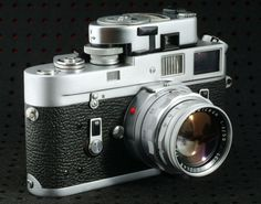 Leica M4 but in chrome dressing and with Summicron 1:2/50 DR lens.