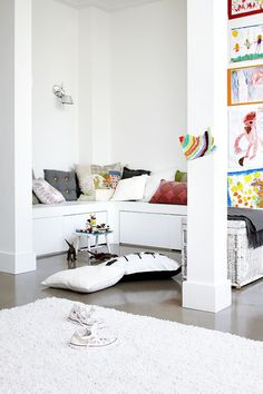 ChicDecó | Bright family home • Build-in seats