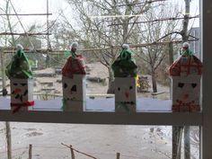 Kerstsneeuwpop gemaakt met kleuters.