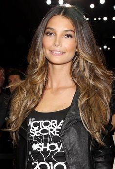 Lily Aldridge - Hair Color (02)