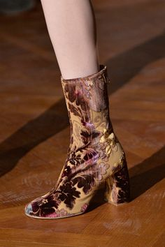 6d3150380e03b Shoes from Paris Fashion Week Zapatos Funky