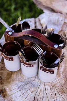 A DIY silverware caddy made with recycled cans and an old belt! - BBQ DIY - fun outdoor party ideas YOU WILL USE THIS AT EVERY BBQ. This makes the perfect thoughtful gift for your mom. What mom wouldn't LOVE an organizer like this . Silverware Caddy, Utensil Caddy, Recycled Silverware, Recycled Decor, Recycled Tires, Recycled Furniture, Handmade Furniture, Diy Recycling, Recycle Cans