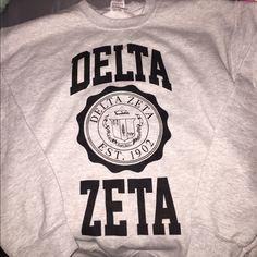 delta zeta sweatshirt delta zeta crest sweatshirt.. medium.. never worn Gildan…
