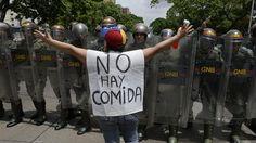 """OEA llama al gobierno de Venezuela a reanudar el diálogo con la oposición en medio de la crisis política y económica La declaratoria del organismo pretende acercar al país a una """"pronta y efectiva solución"""" de los problemas y a la """"consolidación de una democracia representativa"""".  http://www.univision.com/noticias/relaciones-internacionales/oea-llama-al-gobierno-de-venezuela-a-reanudar-el-dialogo-con-la-oposicion-en-medio-de-la protesta en Venezuela contra la escasez de alimentos y…"""