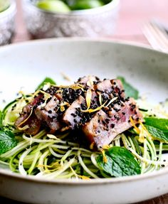 Healthy zucchini noodles with tuna. The tuna is marinated in a wonderful soy, lime and honey sauce and sprinkled with black sesame seeds.