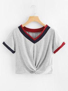 Короткая футболка с v-образным воротом