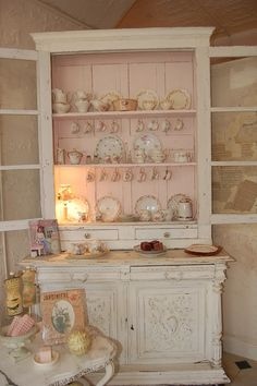 4 Eloquent Clever Tips: Shabby Chic Cottage Style shabby chic painting sewing machines.Shabby Chic Home. Shabby Chic Mode, Shabby Chic Bedrooms, Shabby Chic Kitchen, Shabby Chic Cottage, Vintage Shabby Chic, Shabby Chic Style, Shabby Chic Decor, Shabby Chic Hutch, Vintage Shelf