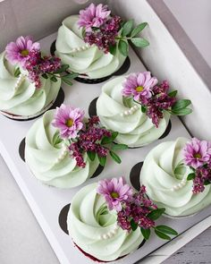"""A little femininity in desserts. Very smart cupcakes for a bachelorette party. And no doubtfully funny """"scenery"""", if you understand what I mean 🙈 I participate in the competition # The organizers are and Sponsors: Cupcake Recipes, Dessert Recipes, Cupcakes Decorados, Beautiful Cupcakes, Flower Cupcakes, Yummy Cupcakes, Buttercream Cupcakes, Frosting, Savoury Cake"""