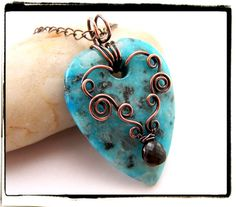 Blue Sesame Jasper Gemstone Heart Pendant with Chain. This is crazy awesome wire work. Copper Jewelry, Wire Jewelry, Jewelry Crafts, Beaded Jewelry, Jewelry Ideas, Wire Necklace, Wire Wrapped Necklace, Wire Earrings, Necklaces
