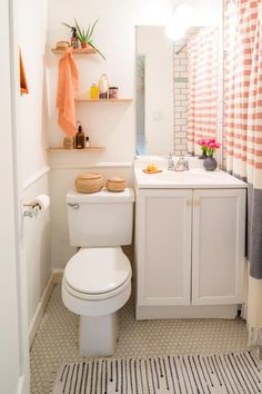 ideas bathroom storage over toilet small spaces apartment therapy Simple Apartments, Bathroom Decor Apartment, Bathroom Interior, Small Bathroom, Small Apartment Bathroom, Amazing Bathrooms, Bathroom Decor, Bathroom Design, Apartment Bathroom