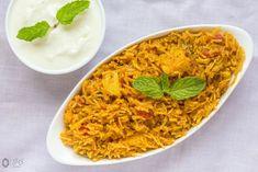 Aloo-Tamatar ka Pulao - Kali Mirch - by Smita Lunch Box Recipes, New Recipes, Rice Recipes, Indian Veg Recipes, Ethnic Recipes, Rice Bread, How To Cook Potatoes, Biryani, Garam Masala