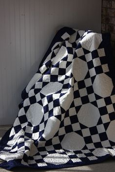 black and white, nine-patch + snowball quilt - no patter with this pin, but think I can figure it out.