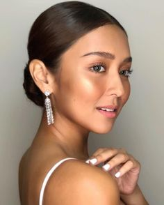 Filipina Beauty, Filipina Actress, Debut Hairstyles, Asian Hairstyles, Amelia Zadro, Kathryn Bernardo, Face Skin, Prom Hair, Most Beautiful Women