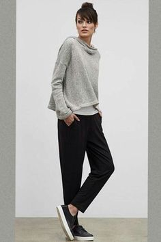 Eileen Fisher: By the designer has pledged to make of her U. Check out the Green Eileen Initiative - a recycling program for gently worn Eileen Fisher clothing. Autumn Look, Fall Looks, Autumn Winter Fashion, Looks Street Style, Looks Style, Style Me, Eileen Fisher, Mode Monochrome, Pull Gris