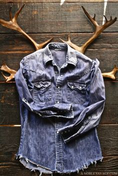 Derby Jeans Community - Online Shopping webite for Mens casual wear in India. Buy Shirts, T-Shirts, Trousers, Jeans, Joggers & Jackets for men. Raw Denim, Denim Man, Denim Vintage, Mode Jeans, Mein Style, Inspiration Mode, Jean Shirts, Denim Shirts, Looks Style