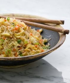 7 Genius Tips for Making Perfect Fried Rice—No Recipe Required You'll never do takeout again after you read these shortcuts and tips for making this super-satisfying, fast and easy dish at home. Cooking White Rice, Cooking Rice, Perfect Fry, White Rice Recipes, How To Cook Brisket, Making Fried Rice, Cooking Whole Chicken, Vegetable Fried Rice, Cooking Recipes