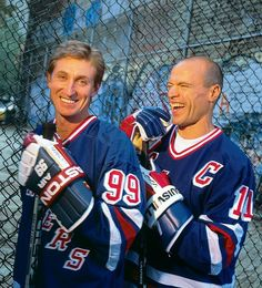 Wayne Gretzky Mark Messier New York Rangers Rink Hockey, Hockey Mom, Hockey Stuff, Mark Messier, Rangers Hockey, Hockey World, Wayne Gretzky, Pittsburgh Penguins Hockey, Nhl Games