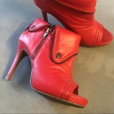 Dressbe | Bota vermelha Datelli #bota #moda #fashion #datelli #shoes