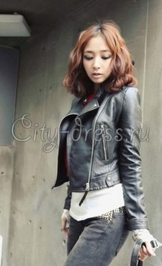 821a5c3b29d Короткая женская кожаная куртка Fashion Tag