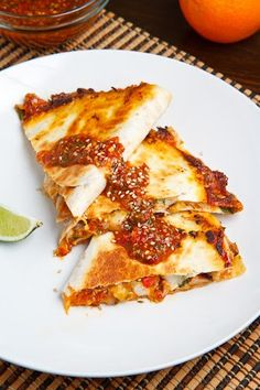 Sweet Chili Chicken Quesadilla Recipe : Chicken quesadillas with sweet chili sauce, fresh herbs and plenty of melted cheesy goodness. Think Food, I Love Food, Good Food, Yummy Food, Mexican Dishes, Mexican Food Recipes, Sweet Chili Chicken, Sweet Chilli, Orange Chicken