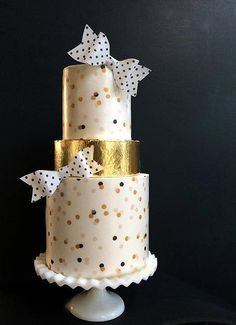 Modern Wedding Cakes with Clean Lines by Hey There, Cupcake! - MODwedding