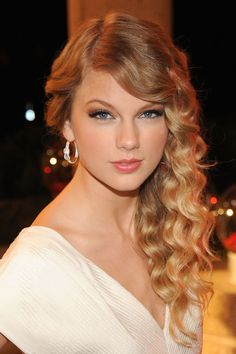♡♥Taylor Swift - click on pic to see a full screen pic in a better looking black background♥♡