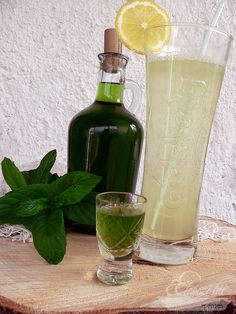menta likőr Limoncello, Cocktail Drinks, Cocktails, Kraut, Diy Food, Healthy Drinks, Food And Drink, Cooking Recipes, Tasty